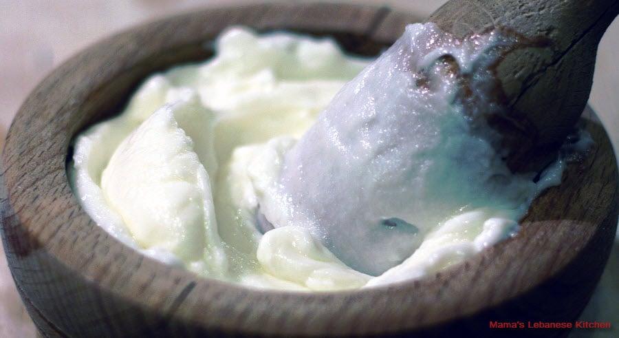 Lebanese Garlic Sauce Recipe - Toum