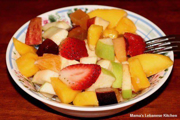 Simple fruit salad recipe lebanese style for Fruity mixed drinks recipes