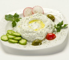 Refreshing Labneh Recipe With Garlic and Herbs